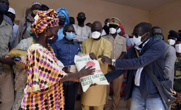 Distribution massive de vivres au Sénégal pour amortir le choc du coronavirus