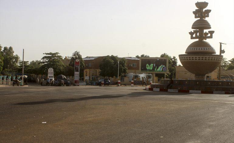 Calme sous tension à Niamey pour la rupture du jeûne, après les émeutes