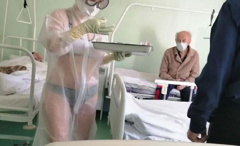 L'infirmière met une tenue trop transparente, les malades apprécient, la direction de l'hôpital moins et la sanctionne