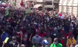 Des milliers de sans-papiers défilent à Paris pour demander leur régularisation