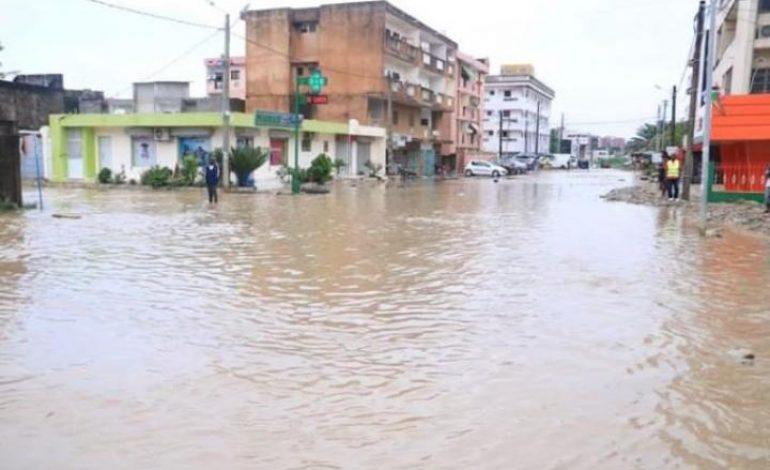 Cinq morts à Abidjan, après deux jours de pluies diluviennes