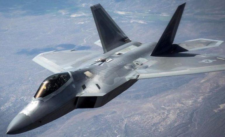Des bombardiers russes interceptés par des chasseurs américains
