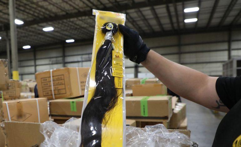 Des cheveux humains conditionnés dans des camps de travail chinois saisis par la douane américaine