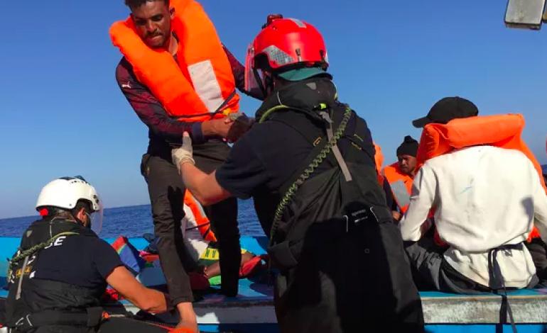 Des migrants testés positifs au coronavirus après leur sauvetage en Italie