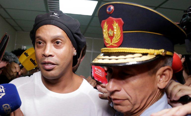 Un tribunal du Paraguay rejette la demande de libération de Ronaldinho
