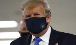 Donald Trump porte un masque pour la première fois en public