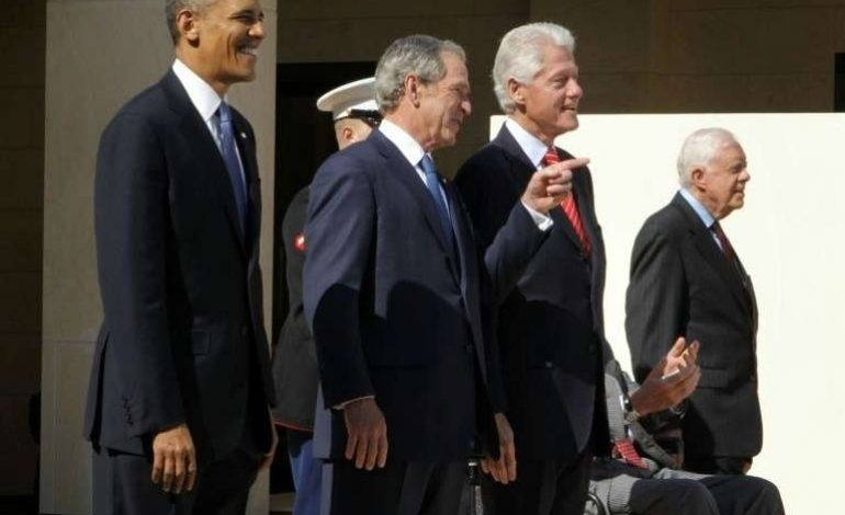 Les portraits de Bill Clinton et de Georges Bush décrochés du hall de la Maison-Blanche