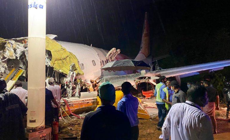 Un avion de ligne sort de la piste dans le sud de l'Inde, au moins 14 morts et 15 blessés graves