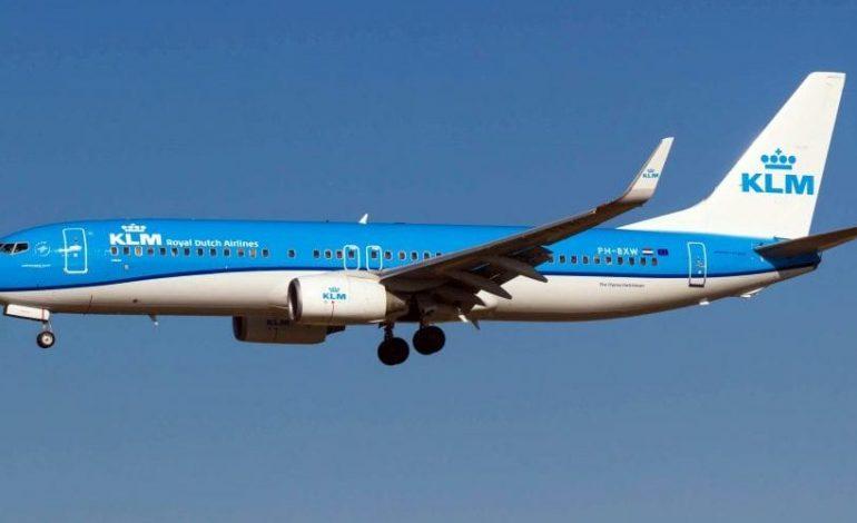 Deux passagers refusent de porter un masque à bord d'un vol KLM et provoquent une bagarre