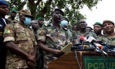 Renouvellement très militarisé des gouverneurs de région