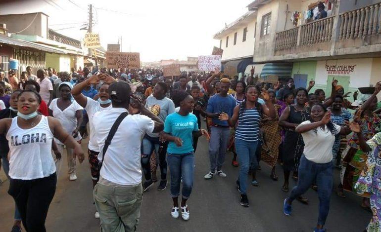 Au moins quatre morts et plusieurs blessés en Côte d'Ivoire après la candidature de Ouattara