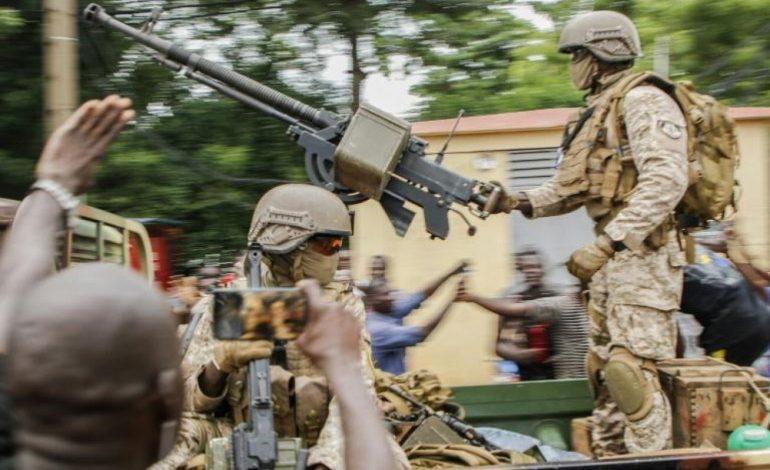 L'Union Européenne appelle à la libération «immédiate» des prisonniers, l'Union Africaine suspend le Mali