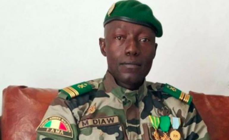 Les militaires s'installent au Mali en promettant une transition politique et des élections générales