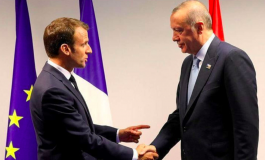 """Recep Tayyip Erdogan appelle Emmanuel Macron à subir un """"examen de santé mentale""""."""