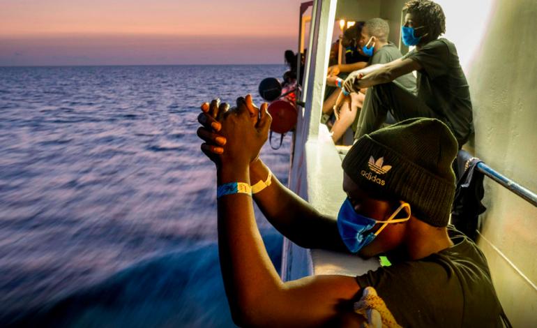 Transfert de plus de 350 migrants sur un navire-quarantaine en Sicile