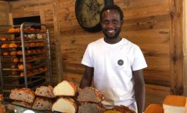 """Ouvert il y a moins d'un an à Metz, le sénégalais Seydou Diallo concourt pour """"le meilleur boulanger"""" sur M6"""