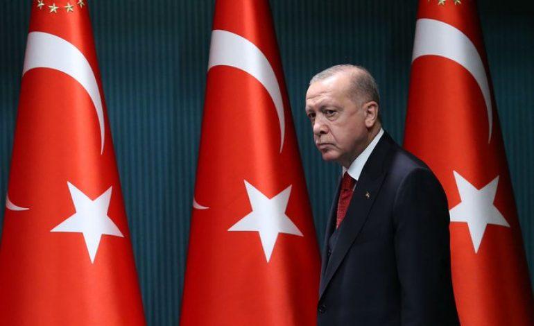 Dix amiraux Turcs à la retraite arrêtés pour avoir critiqué un projet de construction d'un canal à Istanbul par Erdogan