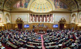 Les sénateurs français votent un texte nettement durci pour restreindre le port du voile