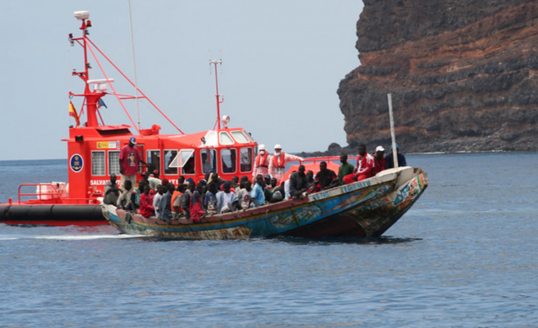 Plus de 200 migrants vont être évacués d'un port des Canaries