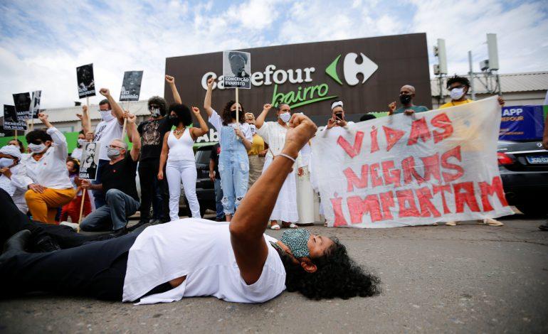 Indignation au Brésil, après la mort d'un homme noir tabassé par des vigiles blancs