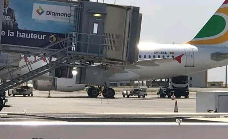 Un container heurte l'avion HC404 d'Air Sénégal, le vol retour prévu à 20 heures