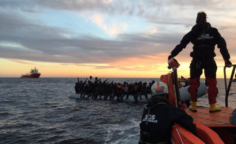 Les 374 migrants secourus par l'Ocean Viking seront débarqués en Sicile