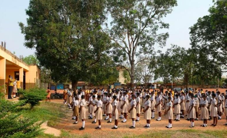 Les élèves reprennent le chemin de l'école après 10 mois d'interruption