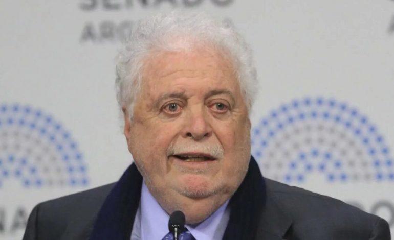 Le ministre argentin de la santé, Ginés Gonzalez Garcia, vaccinait ses amis contre le Covid-19 au ministère