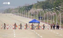Gigantesques manifestations contre le coup d'Etat en Birmanie, une fronde inédite depuis 2007