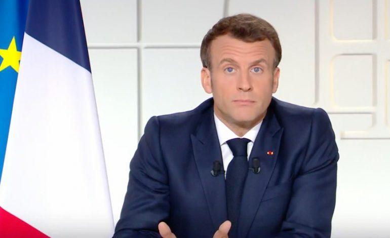 Emmanuel Macron durcit les restrictions mais laisse entrevoir le retour à la vie normale en France
