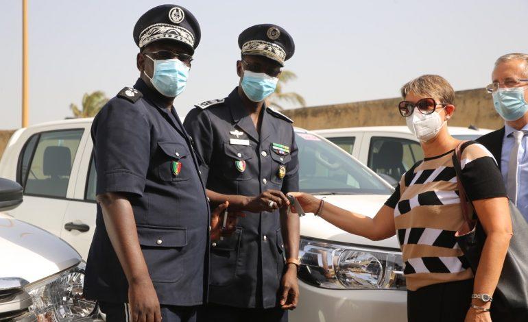 L'Union Européenne offre des véhicules à la Police Nationale pour les postes de Karang, Rosso et Tambacounda – Communiqué