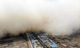 """Une immense tempête de sable """"envahit"""" la ville de Linze"""