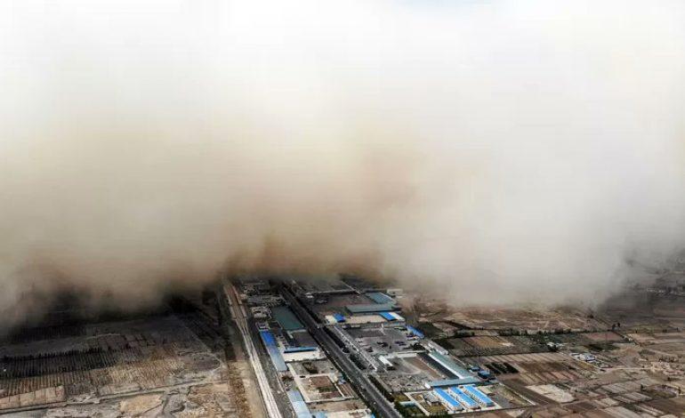 Une immense tempête de sable «envahit» la ville de Linze
