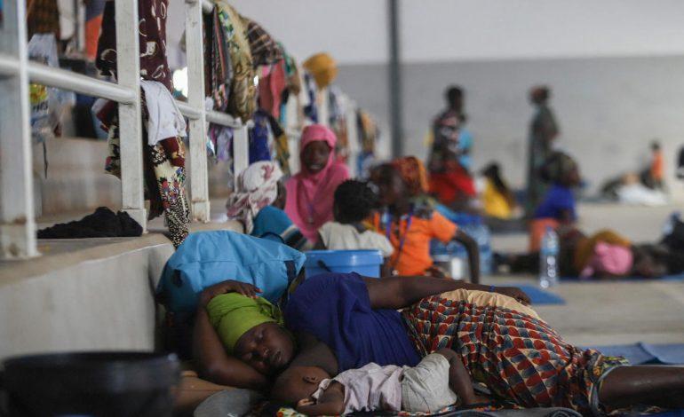 Des déplacés de Palma (Mozambique), refoulés par la Tanzanie