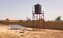 L'eau arrive à l'école du village de Niayes-Khayes