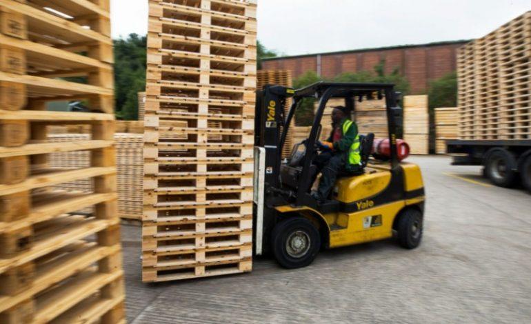 A cause du Covid, un risque de pénurie mondiale plane sur les palettes en bois