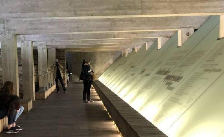 Deux regards africains posés sur les collections du musée sur l'esclavage de Nantes