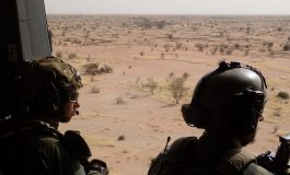 La tension monte entre l'Algérie et la France, l'Algérie interdit le survol de son territoire aux avions militaires français