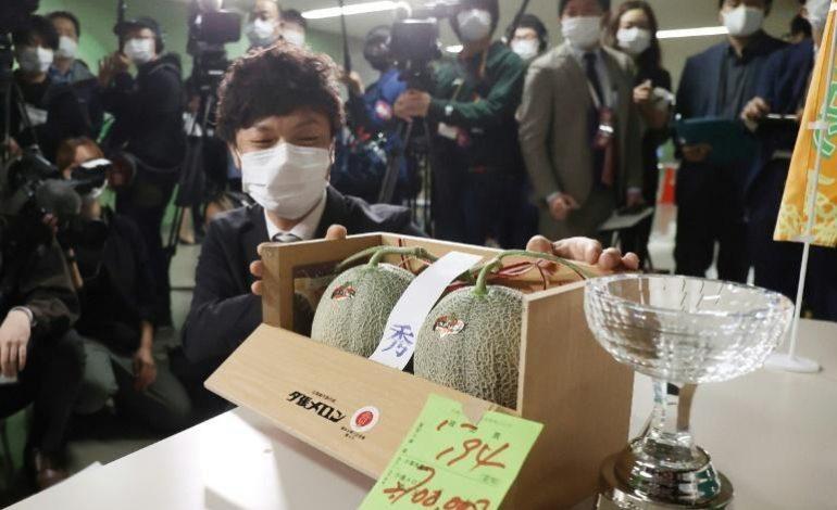 Deux melons vendus aux enchères à 20.370 euros