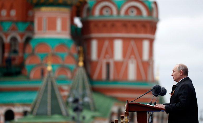 La Russie défendra «fermement» ses interêts, proclame Vladimir Poutine