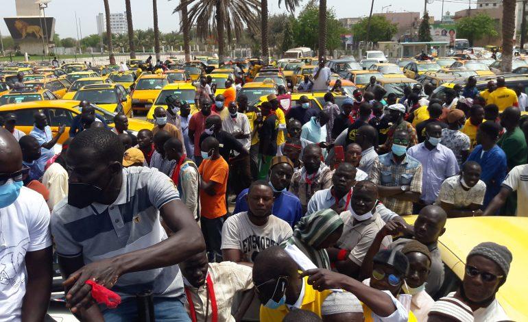 Face à la concurrence des Tiak-Tiak, les taximan de Dakar en colère