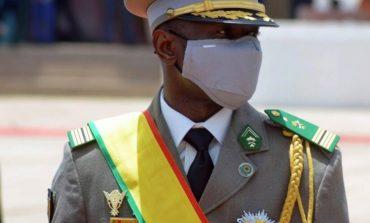 Un nouveau gouvernement formé, des militaires toujours à des postes clés
