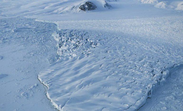 Il a plu au sommet de la calotte glaciaire du Groenland, c'est exceptionnel et plutôt inquiétant.