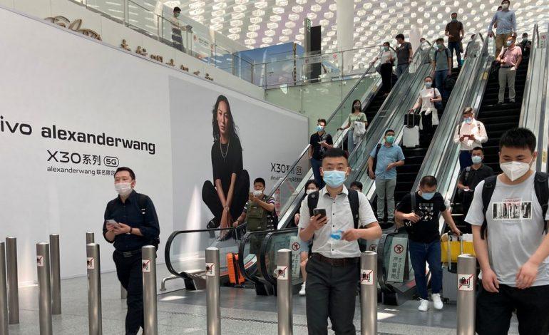 L'aéroport de Shenzhen annule des centaines de vols après un cas positif
