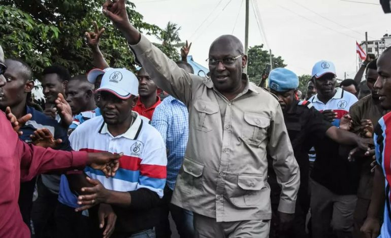 Le leader du principal parti d'opposition en Tanzanie, Freeman Mbowe, est soupçonné d'»actes de terrorisme est arrêté