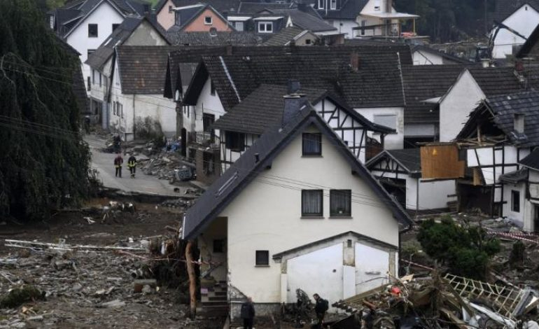183 morts en Europe, Angela Merkel arpente les zones sinistrées