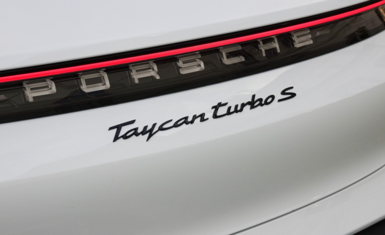 Porsche rappelle 43000 voitures Taycan et Taycan Cross Turismo à cause d'un bug logiciel touchant le moteur