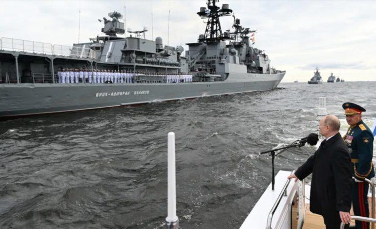 Pour Vladimir Poutine, la flotte russe peut détruire «n'importe quelle cible» sous l'eau ou dans les airs et lui porter un coup létal si nécessaire»