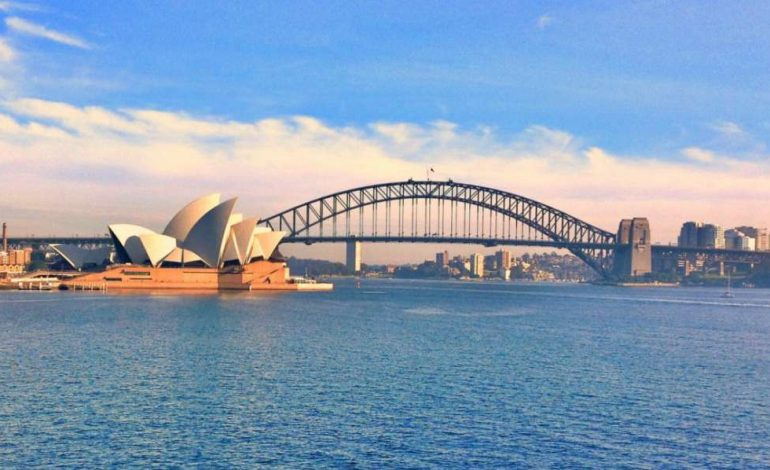 Manifestations anti-confinement et affrontements avec la police à Sydney