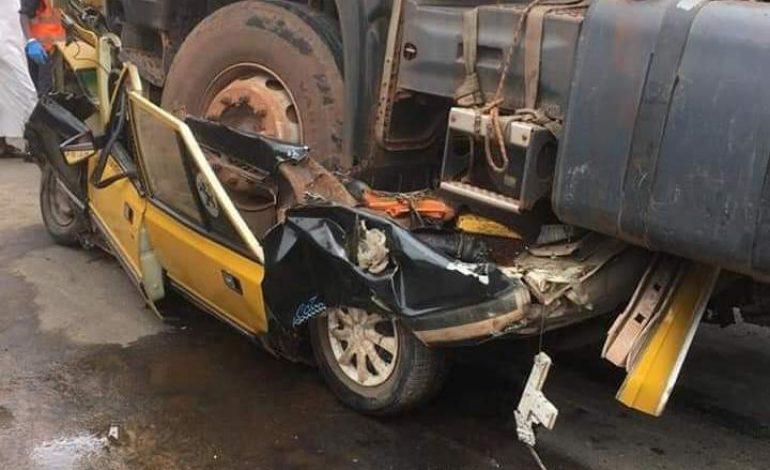 Une collision entre un taxi et un camion de transport fait 4 morts à Kaolack